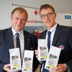 Landesleiter DRK-Wasserwacht, M. Birkner, und Referent J. Weiß präsentieren den Retterkaffee