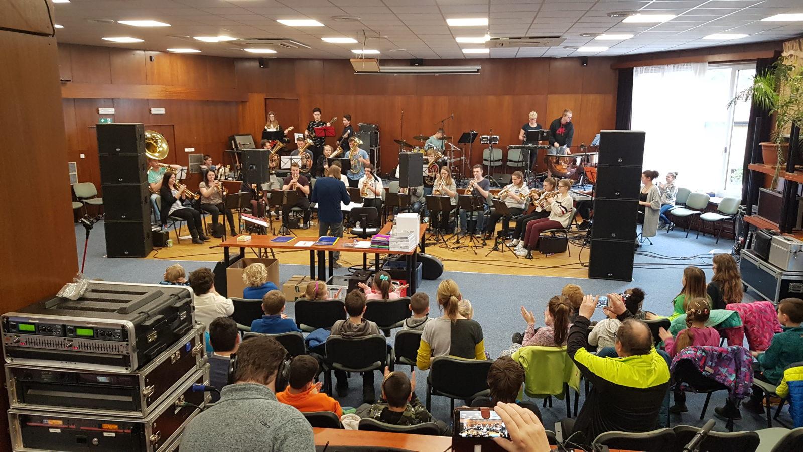 Konzert für die Schüler und Schülerinnen der Grundschule Staré Splavy - Foto: JBO Grimma