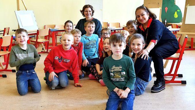 Rouya Raouf mit den Hortkinder aus Mutzschen - Foto: Detlef Rohde