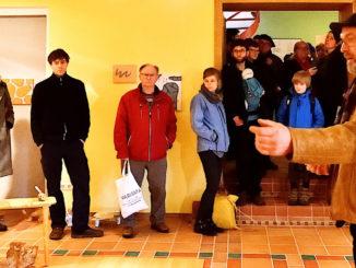 Frank Brinkmann eröffnet die Ausstellung Kunst aus Heimaterde - Foto: Detlef Rohde