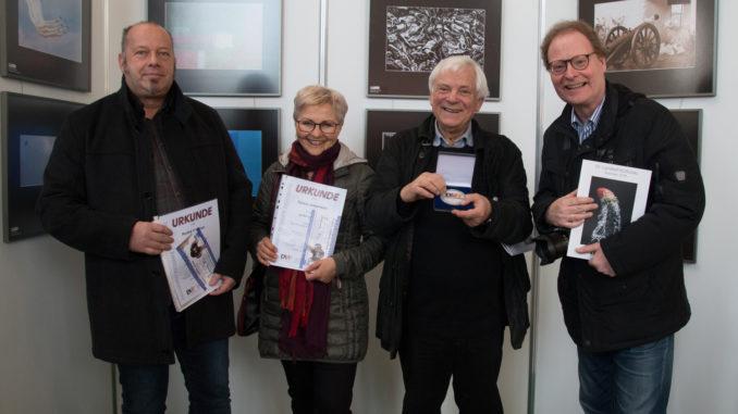 Die Mitglieder des Kunst- und Fotoverein Grimma zur Preisverleihung. Andre Heidner, Sylvia Jassmann, Gerhard Weber und Thomas Kube (v.l.n.r.) - Foto: Günther Schulze
