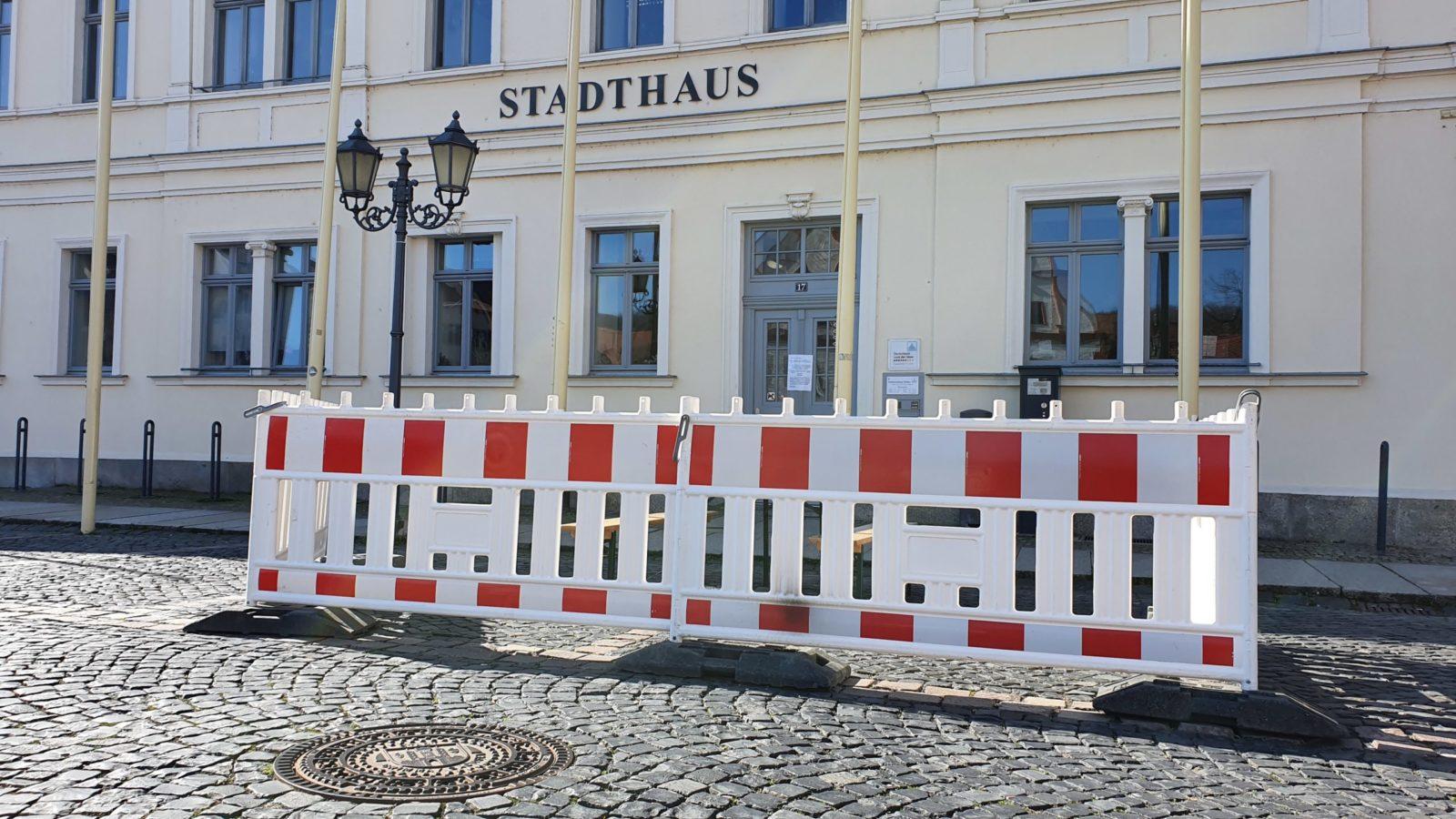 Außenwartebereich vor dem Stadthaus in Grimma